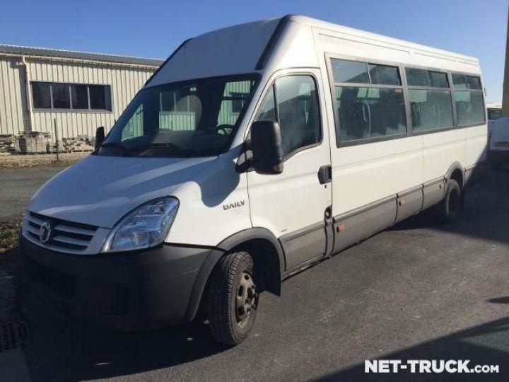 Camion porteur Iveco Daily Bus et Cars  - 1
