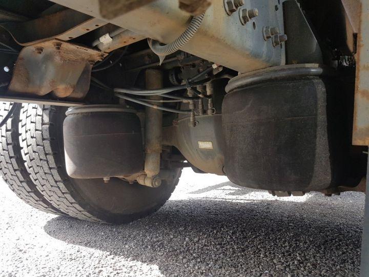 Camion porteur Renault Premium Caisse fourgon + Hayon élévateur 270dci.18D - Pour pièces BLANC - 17