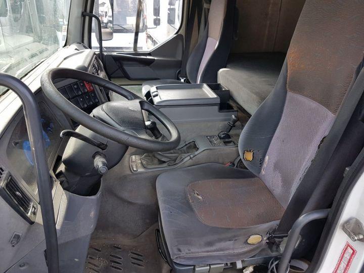 Camion porteur Renault Premium Caisse fourgon + Hayon élévateur 270dci.18D - Pour pièces BLANC - 19