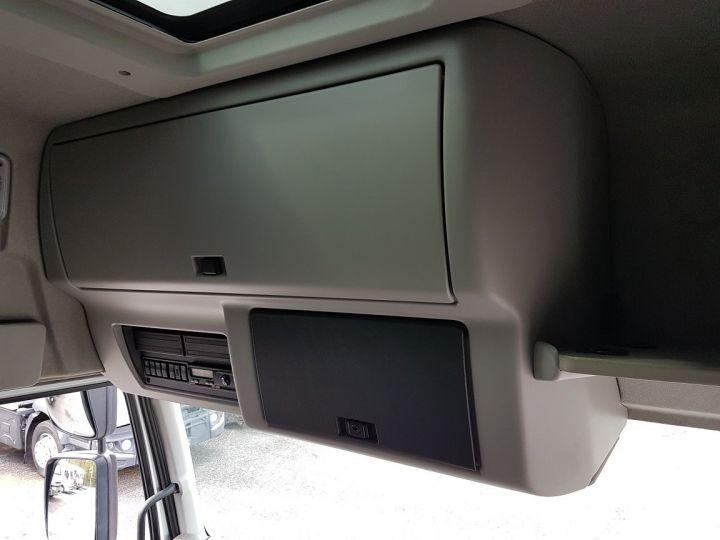 Camion porteur Renault Premium Caisse fourgon + Hayon élévateur 310dxi.19D PRIVILEGE - Fourgon abimé BLANC - 18