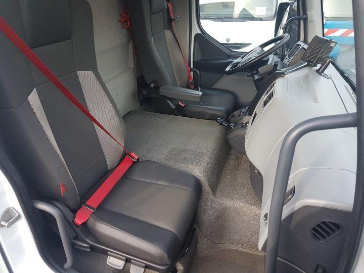 Camion porteur Renault D Caisse fourgon + Hayon élévateur 12.210dti FOURGON 7m50 BLANC - 17