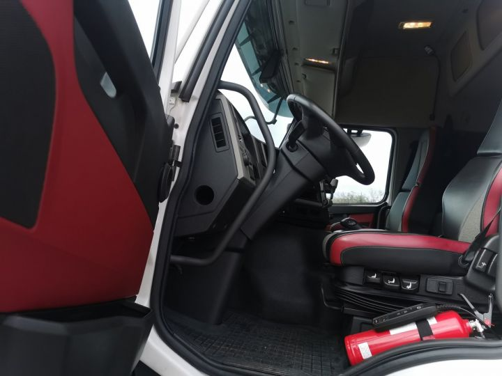 Camion porteur Volvo FM Caisse Fourgon FM 330 4x2 euro 6 BLANC - 14