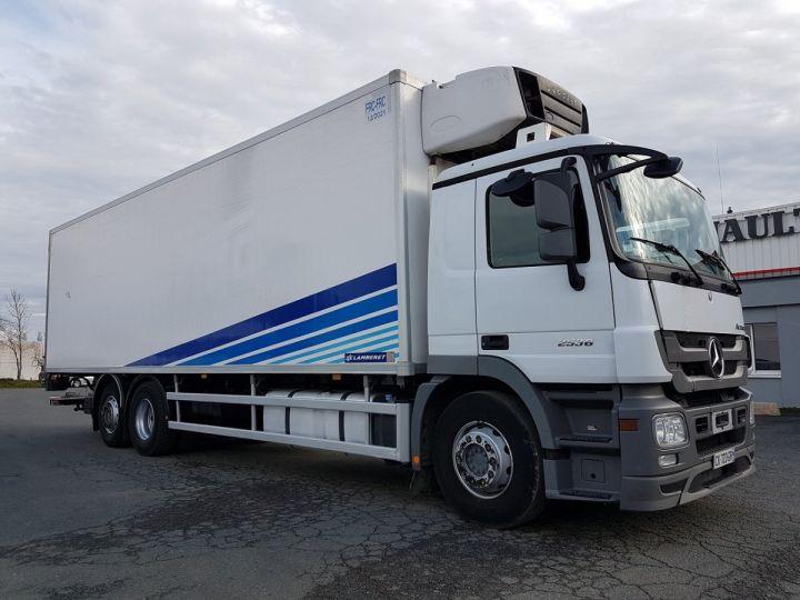 Camion porteur Mercedes Actros Caisse frigorifique 2536 NL 6x2 RETARDER BLANC - BLEU Occasion - 4