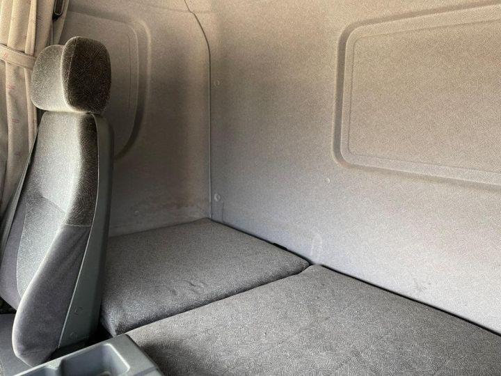 Camion porteur Scania D Caisse frigorifique 94D 260 CV PORTEUR COUCHETTE FRIGORIFIQUE PENDERIE A VIANDE  BLANC - 13