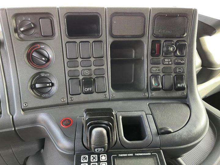 Camion porteur Scania D Caisse frigorifique 94D 260 CV PORTEUR COUCHETTE FRIGORIFIQUE PENDERIE A VIANDE  BLANC - 15