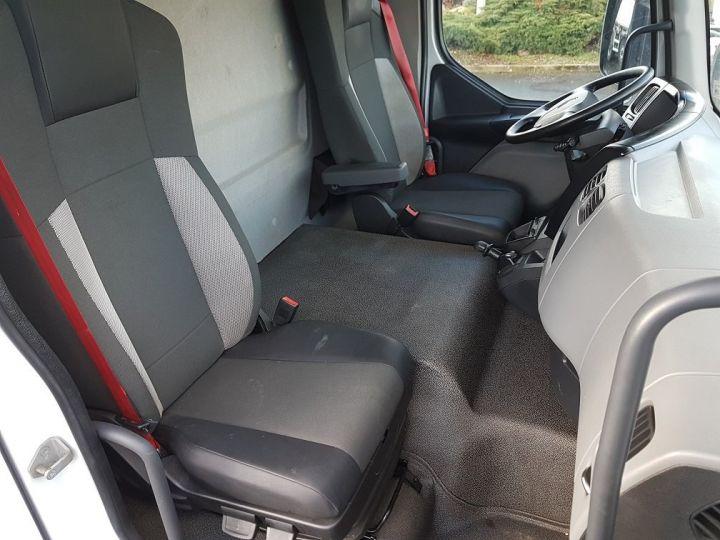 Camion porteur Renault D Caisse isotherme 12.210dti  spécial FLEURS BLANC - 20