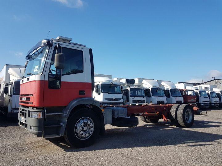 Camion porteur Iveco EuroCargo Chassis cabine 180 E 28 - Boite de vitesse en panne ROUGE - BLANC Occasion - 1