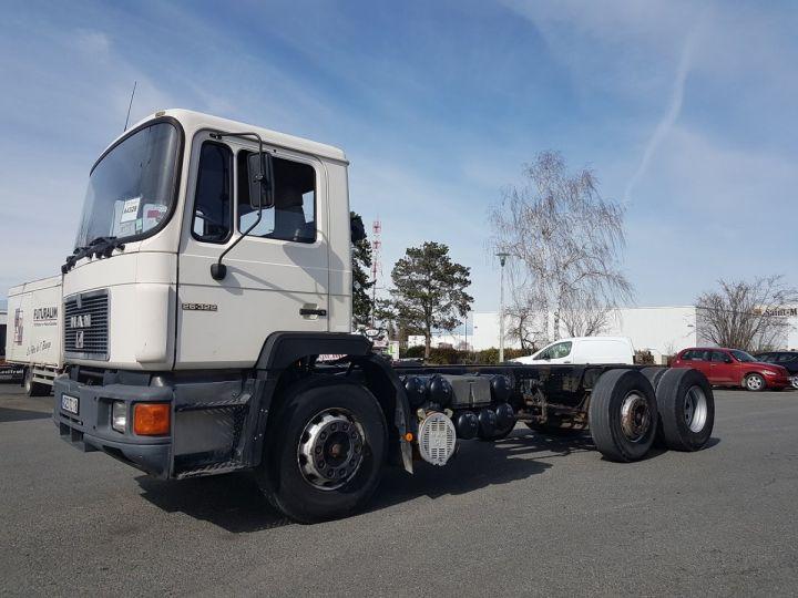 Camion porteur Man 26-322 Chassis cabine 6x2 - Moteur à réviser BLANC Occasion - 1