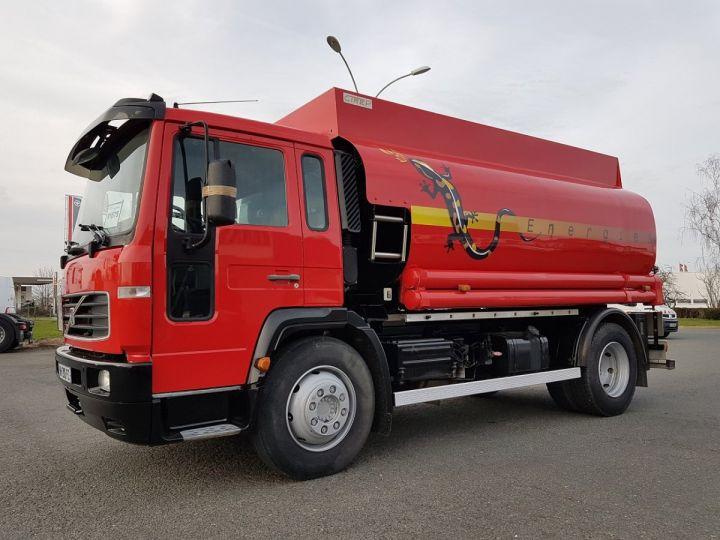Camion porteur Volvo FL Citerne hydrocarbures 220.15 ROUGE - 1