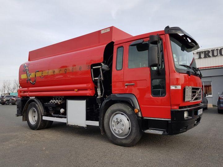 Camion porteur Volvo FL Citerne hydrocarbures 220.15 ROUGE - 3