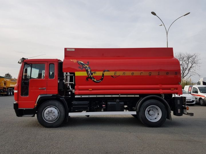 Camion porteur Volvo FL Citerne hydrocarbures 220.15 ROUGE - 5
