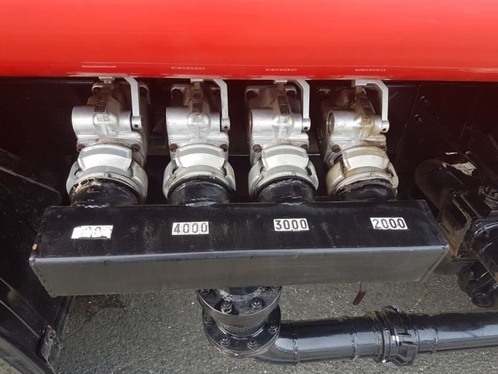 Camion porteur Volvo FL Citerne hydrocarbures 220.15 ROUGE - 8