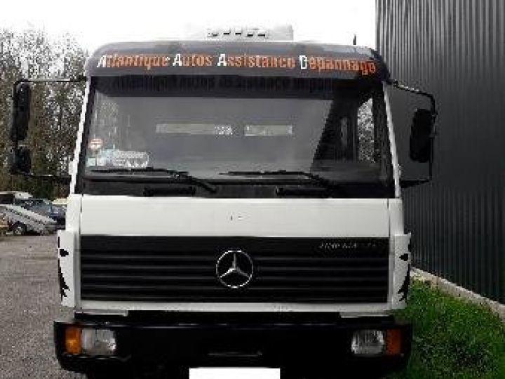 Camion porteur Mercedes Dépanneuse blanche - 2