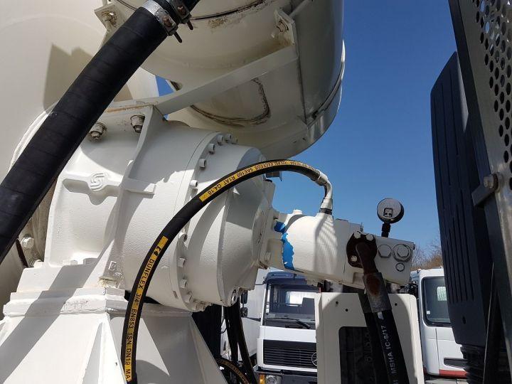 Camion porteur Iveco Trakker Malaxeur 410 EEV 8x4 FRUMECAR 9m3 BLANC - 11