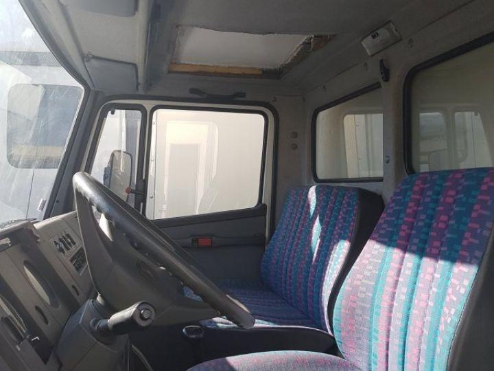 Camion porteur Mercedes 711D blanc - 3