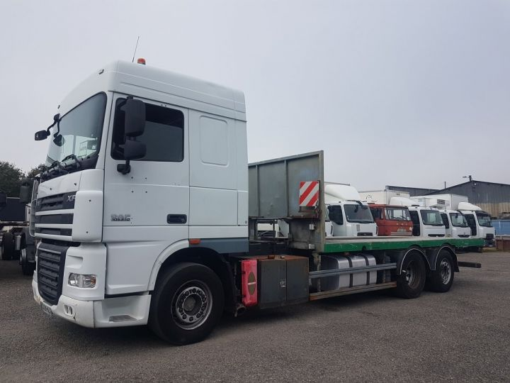 Camion porteur Daf XF105 Plateau 510 6x2/4 SPACECAB - Chassis 8 m. BLANC et VERT - 1