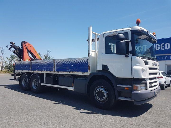 Camion porteur Scania P Plateau + grue 340 CB 6x4 + PALFINGER PK18500 BLANC - 4
