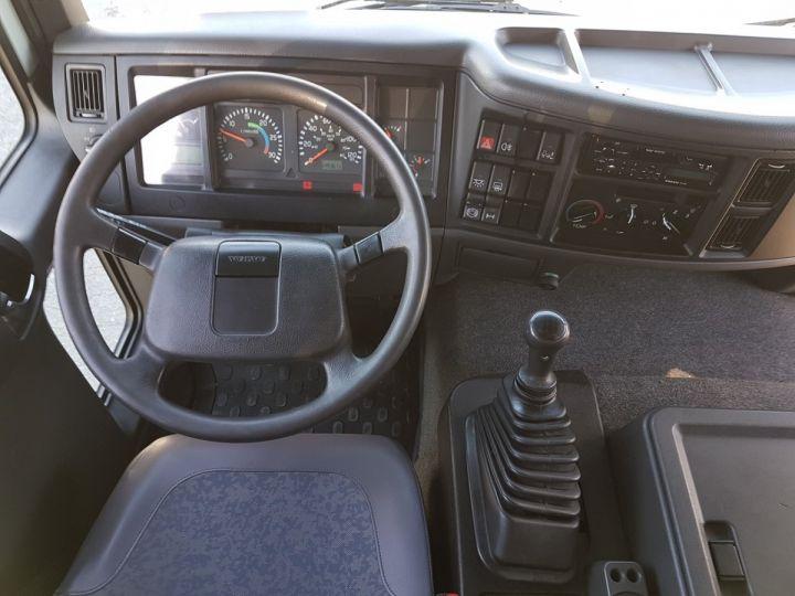 Camion porteur Volvo FL Rideaux coulissants 180.11 BLEU - VERT Occasion - 16