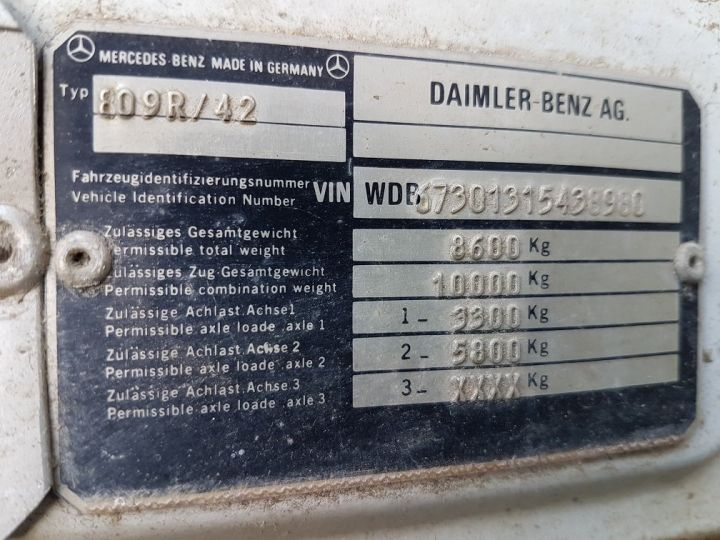 Camion porteur Mercedes LK Savoyarde 809 R BLANC - ROUGE - BLEU - 13
