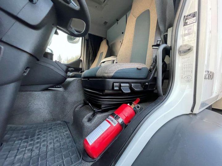 Camion porteur Volvo FL 280 FOURGON HAYON ELEVATEUR BLANC - 9