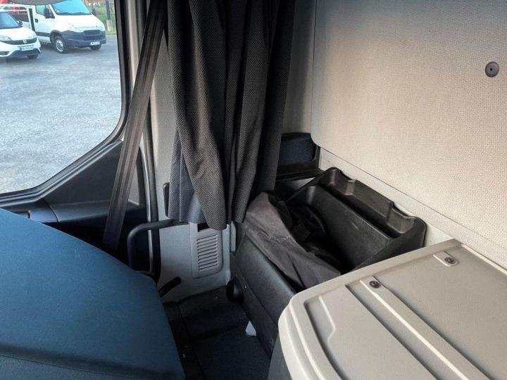 Camion porteur Volvo FL 280 FOURGON HAYON ELEVATEUR BLANC - 17