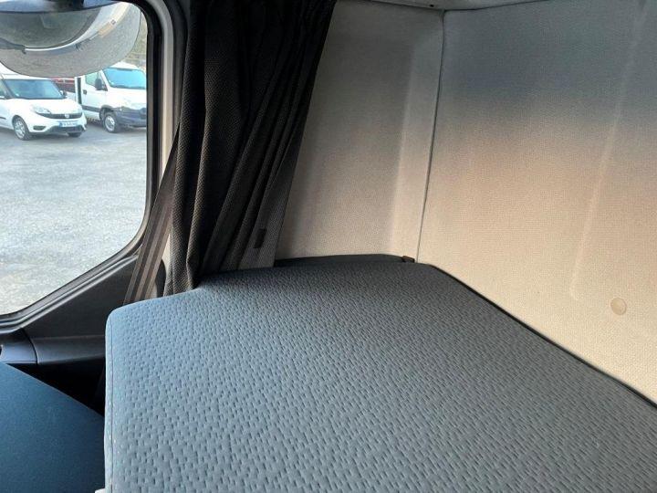 Camion porteur Volvo FL 280 FOURGON HAYON ELEVATEUR BLANC - 18