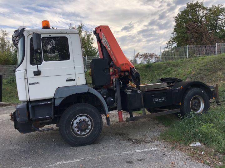 Camion tracteur blanc - 1