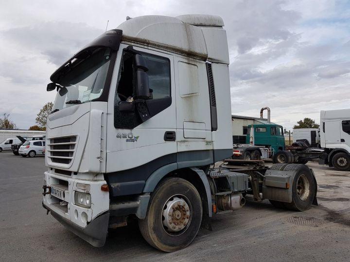 Camion tracteur Iveco Stralis AS 420 - Pour pièces (panne BV + chocs cabine) BLANC Occasion - 1