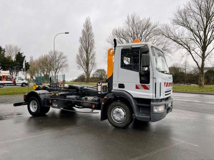 Camión tractor Iveco EuroCargo 160 E21 POLYBENNE BRAS AMPLIROLL BENNE AMOVIBLE AVEC 1 CAISSON  BLANC - 2