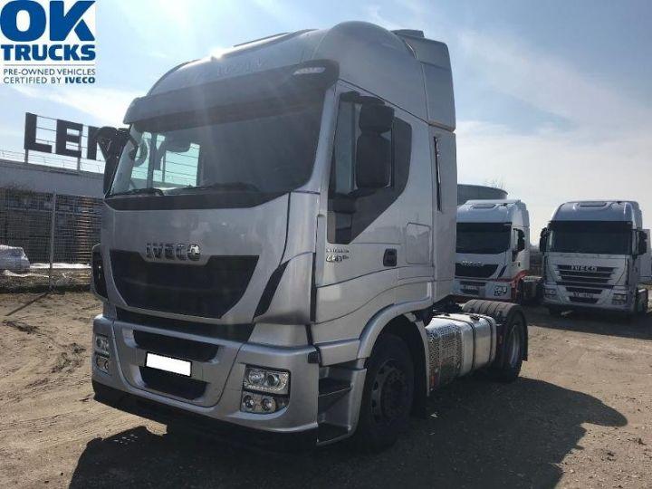 Camión tractor Iveco Stralis Hi-Way AS440S46 TP E6 - offre de location 998 Euro HT x 36 mois* Gris Clair Métal - 1