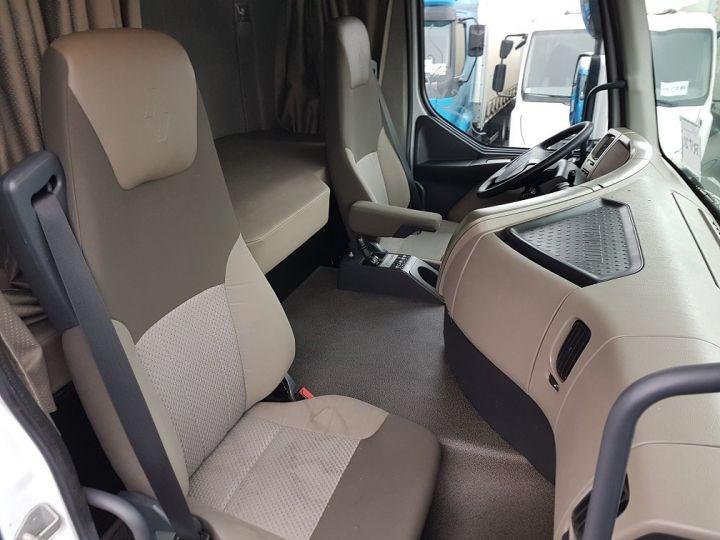 Camión tractor Renault Premium 460dxi EEV - RTMD/ADR BLANC - 9
