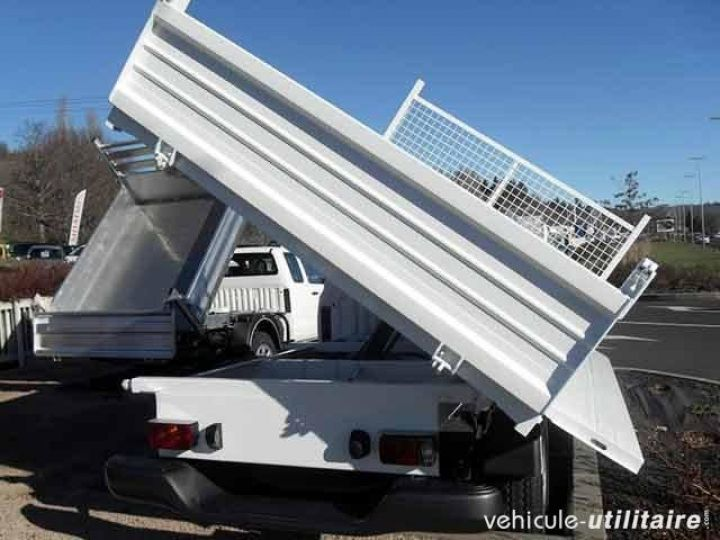 Chassis + body Toyota Hilux 2/3 way tipper body 2.5 D-4D 144 Simple Cab  - 2