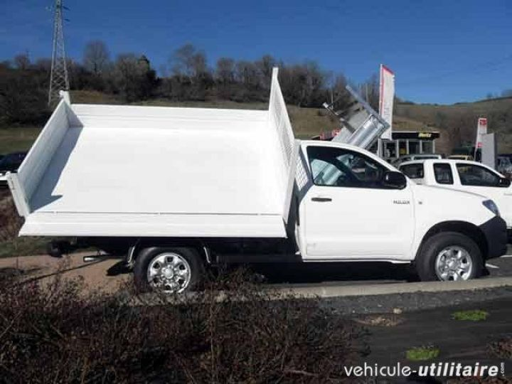 Chassis + body Toyota Hilux 2/3 way tipper body 2.5 D-4D 144 Simple Cab  - 3
