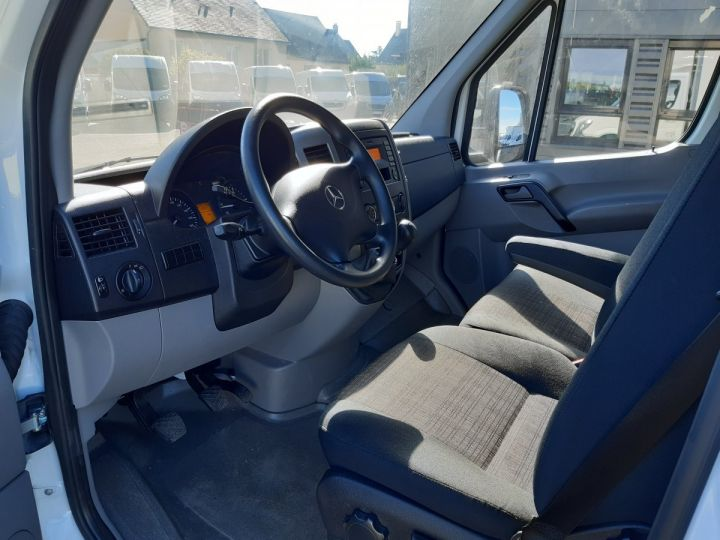 Chassis + body Mercedes Sprinter Box body + Lifting Tailboard 3T5 514 CDI 43 BLANC - 7