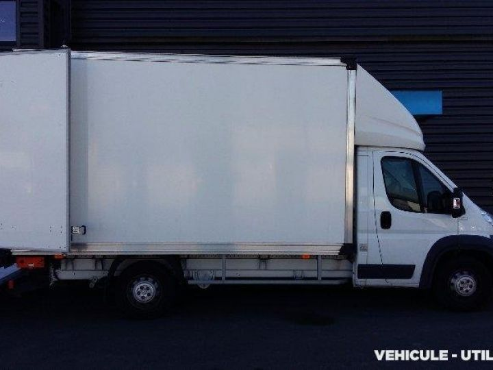 Chassis + body Peugeot Boxer Box body + Lifting Tailboard 435 L4 2.2 HDI 130 CONFORT SR  - 2