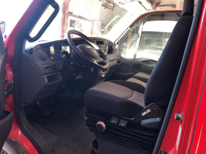 Chassis + body Iveco Daily Curtain side body BUREAU EXPO EVENEMENTIEL ROUGE - 17