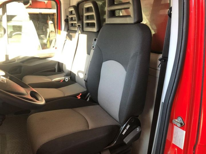 Chassis + body Iveco Daily Curtain side body BUREAU EXPO EVENEMENTIEL ROUGE - 18
