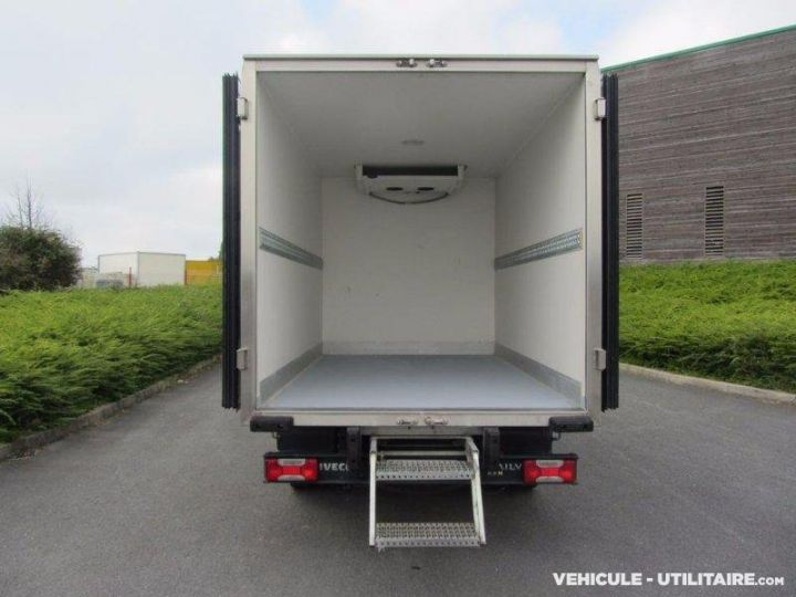 Chassis + body Iveco CF75 Refrigerated body 35C13  - 3