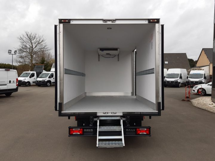 Chassis + body Iveco Daily Refrigerated body 35C16H CAISSE FRIGORIFIQUE EMPATTEMENT 3450 TOR BLANC - 5