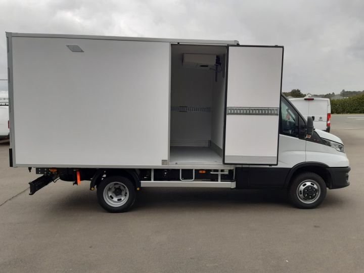 Chassis + body Iveco Daily Refrigerated body 35C16H CAISSE FRIGORIFIQUE EMPATTEMENT 3450 TOR BLANC - 10