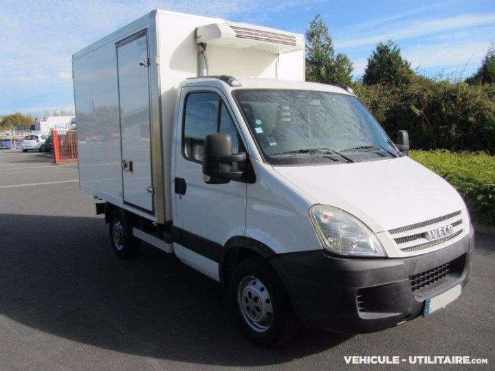 Chassis + body Iveco Daily Refrigerated body 35S12  - 1
