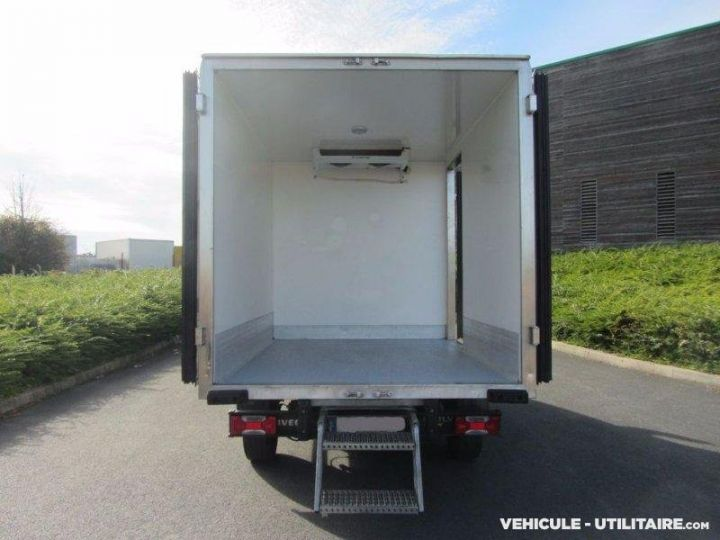 Chassis + body Iveco Daily Refrigerated body 35S12  - 3