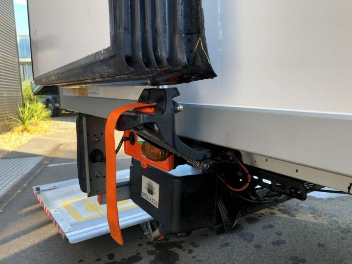 Chassis + body Renault Master Refrigerated van body 135 CV PENDERIE A VIANDE HAYON ELEVATEUR FRC X BLANC - 7