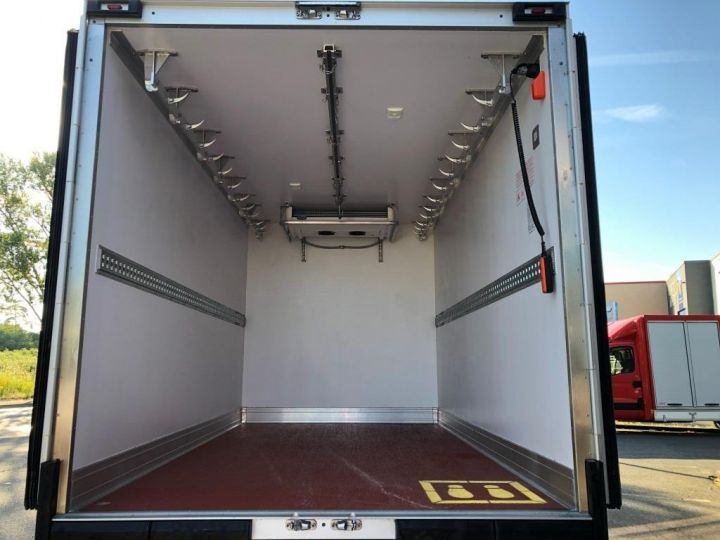 Chassis + body Renault Master Refrigerated van body 135 CV PENDERIE A VIANDE HAYON ELEVATEUR FRC X BLANC - 9