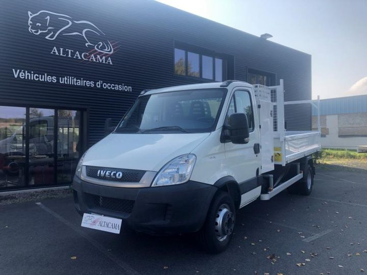 Chassis + carrosserie Iveco Daily Benne + grue 70 C 18 BENNE CHARGE UTILE 3T COFFRE GRUE CROCHET  BLANC - 3