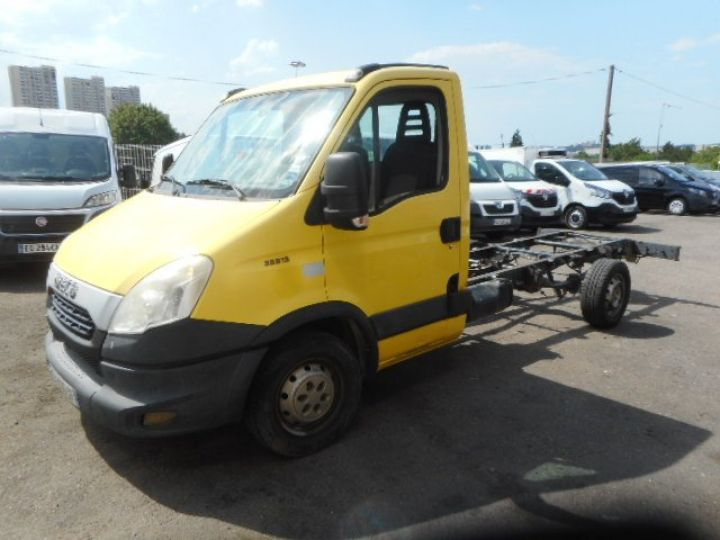Chassis + carrosserie Iveco Daily Chassis cabine 35S13 CHASSIS  - 1