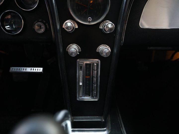 Chevrolet Corvette C2 CHEVROLET CORVETTE C2 STINGRAY COUPE 1965 350CI BOITE 4 Noir - 39