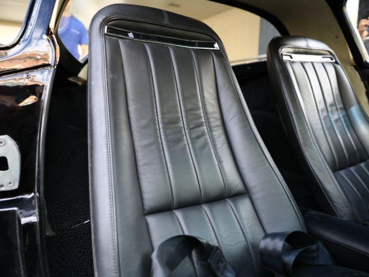 Chevrolet Corvette C2 CHEVROLET CORVETTE C2 STINGRAY COUPE 1965 350CI BOITE 4 Noir - 45