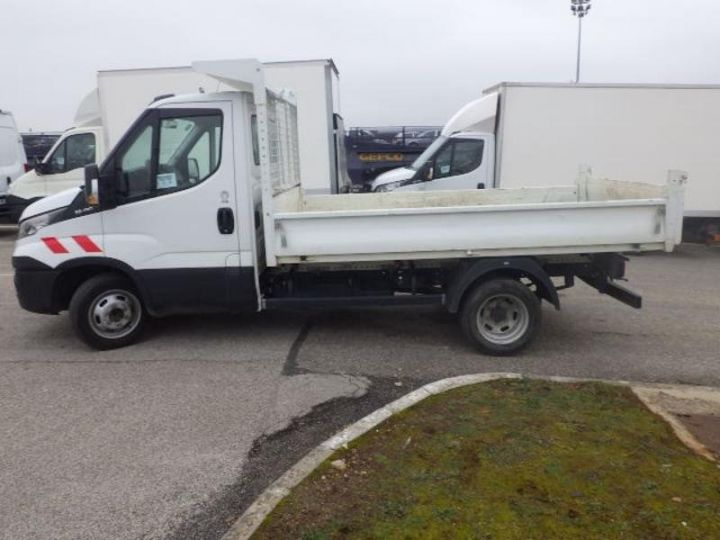 Commercial car Iveco Daily 35C13 Empattement 3450 Tor Blanc - 3