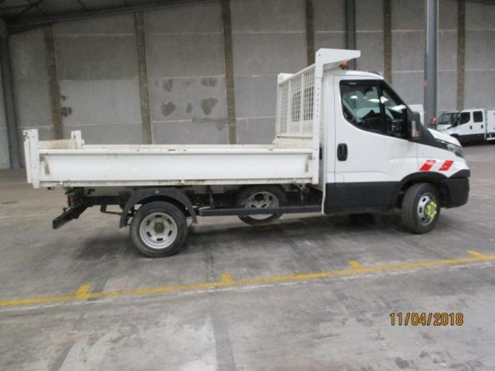 Commercial car Iveco Daily 35C13 Empattement 3450 Tor - 22 000 HT Blanc - 3